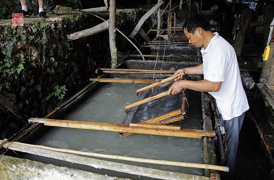 山东鲁庄村现存两千年古法造纸术